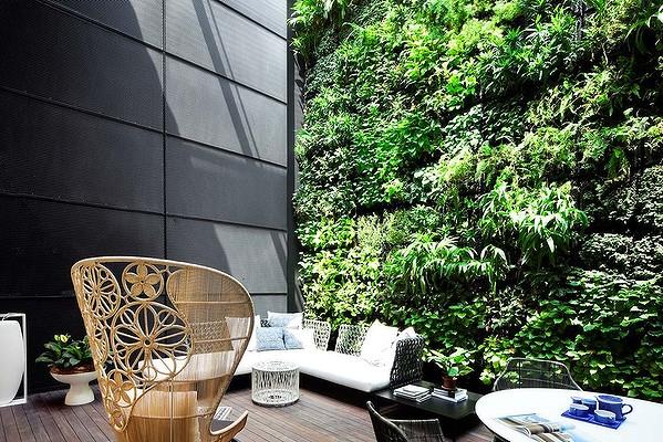 Vertical gardens eco homes builders designer eco homes for Home vertical garden
