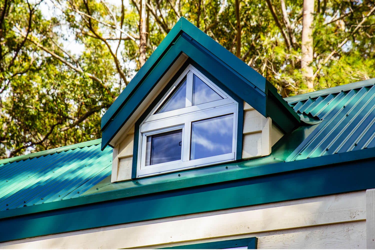 Lifestyle Series 7200SLC Tiny Home Dormer