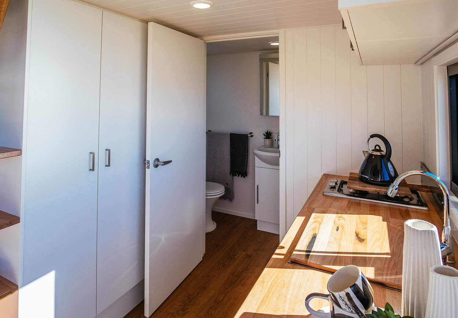 4800sl_0007_Tiny Home - Independent Series 4800 Kitchen Bathroom