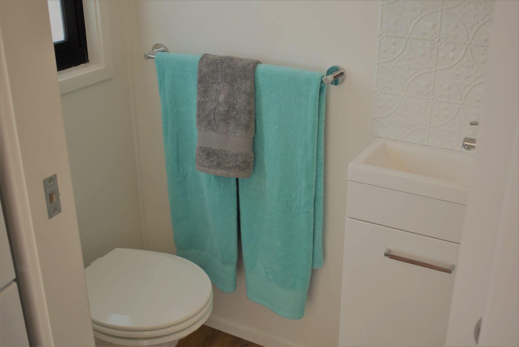 LS7200SL Bathroom (toilet) 1